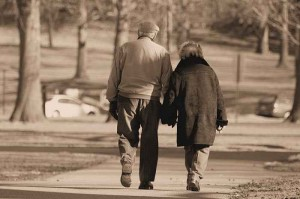 old-couple-holding-hands-300x199