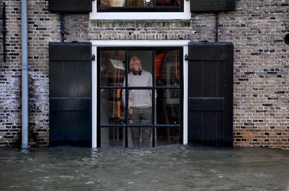 Dordrecht hoog water Foto: Rinie Boon