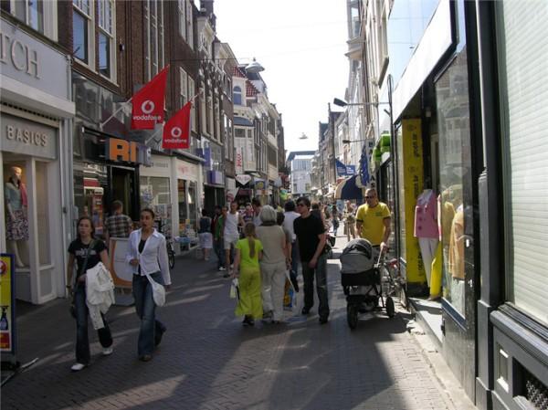voorstraat-winkelstraten-dordrecht-2(p location,615)(c 0)