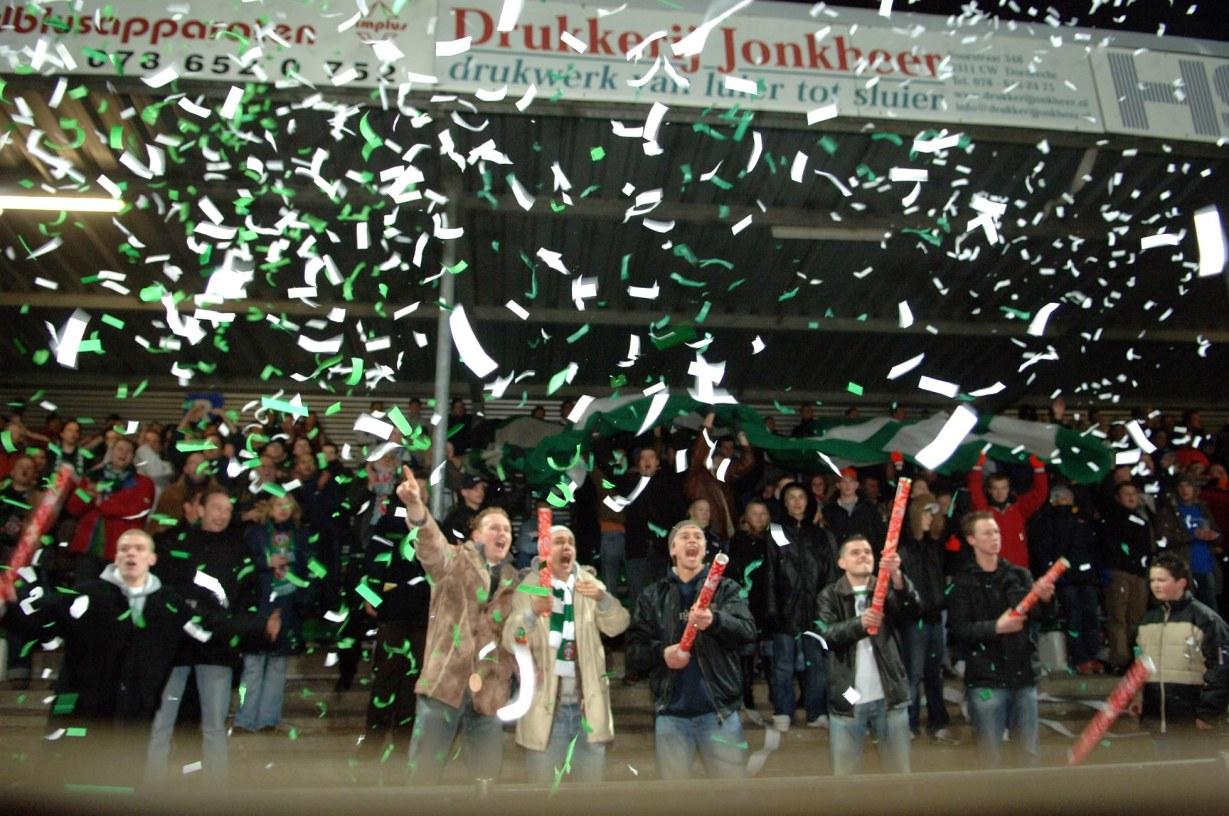 Dordrecht Voetbal FC Dordrecht Cambuur Supporters 17-3-2006 Foto : Rinie Boon