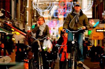 fietsers_winkelstraat